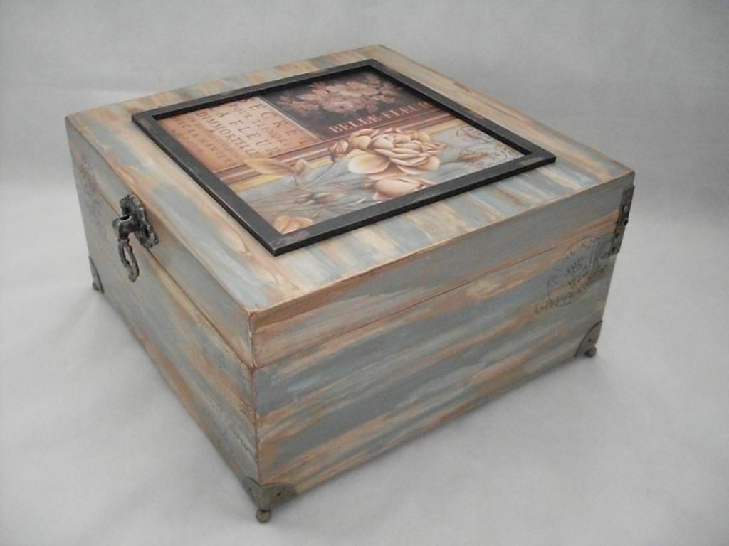 de madeira de demolição em tons de azul e bege carimbos puxador e #7C634F 1024x768