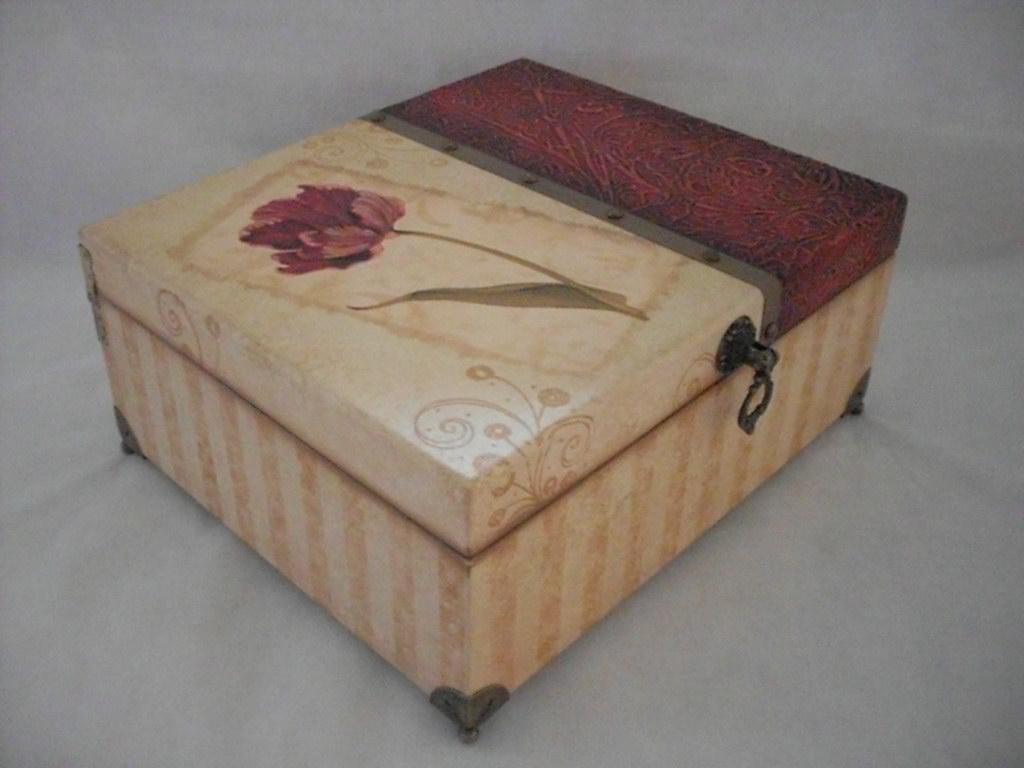 Caixa tipo baú em mdf medindo 22cm (c) x 19cm (l) x 10cm (a  #80644B 1024x768